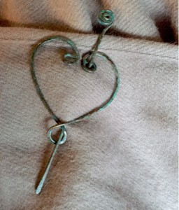 heart-pin-brooch.jpg